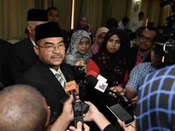 Datuk Seri Dr Mujahid Yusof Rawa ketika menjawab soalan wartawan selepas Majlis Pelancaran Wakaf Pendidikan Majlis Agama Islam Wilayah Persekutuan (MAIWP) hari ini. Foto: Bernama