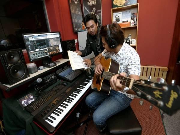 Kerjasama berdua hasilkan muzik yang menarik
