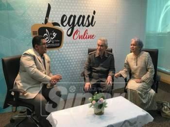 Tun Abdullah ditemui ketika majlis Pelancaran Studio Legasi dan Forum Kelestarian Pembangunan Wilayah Ekonomi Koridor: Eksklusif atau Inklusif di Pertubuhan Legasi Tun Abdullah Ahmad Badawi.