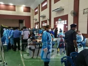 Suasana di Dewan Komuniti Taman Pasir Putih, Pasir Gudang.