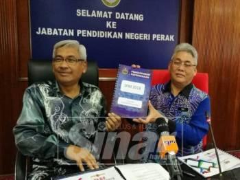 Mohd Rosli (kanan) pada sidang media pengumuman keputusan SPM 2018.