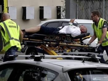 Salah seorang mangsa dikejarkan ke hospital. - Foto AP