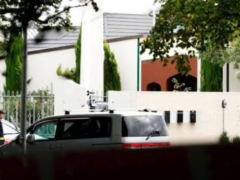 Anggota polis mengawal lokasi kejadian. - Foto AFP