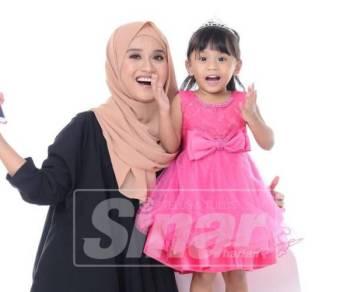 Aishah bersama anak istimewanya, Aleesya yang sentiasa ceria