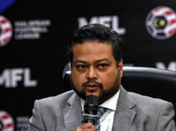 Ketua Pegawai Eksekutif Liga Bola Sepak Malaysia (MFL) Kevin Ramalingam ketika sidang media khas selepas mesyuarat bersama para Anggota Lembaga Pengarah Liga Bola Sepak Malaysia (MFL) di Johor Bahru hari ini. Foto: Bernama