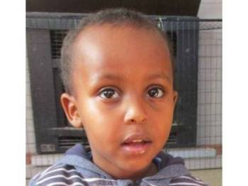 Mucad Ibrahim meninggal dunia dalam dakapan bapanya - Foto Abdi Ibrahim