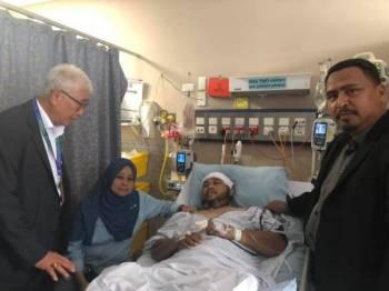 Azrul sempat bertemu dan berbual dengan Nazril. - Foto Facebook Azrul Mahathir Aziz