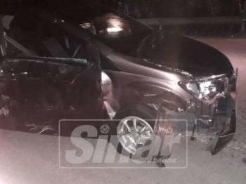 Perodua Bezza dipandu anggota tentera remuk di bahagian kanan selepas dilanggar jip hingga menyebabkan keretanya berpusing beberapa kali.