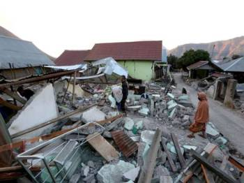 Gempa Lompok telah memusnahkan ratusan rumah.