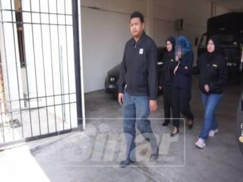 Seorang ketua penolong pengarah sebuah jabatan kerajaan ditahan reman empat hari bersabit kes tuntutan palsu.