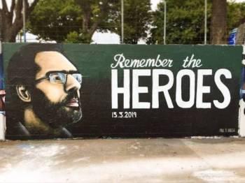 Artis New Zealand, Paul Walsh mengabadikan wajah wira Masjid Al Noor di Christchurch, Naeem Rashid dalam sebuah mural. - Foto FACEBOOK Paul Walsh