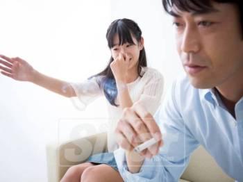 Merokok juga boleh merimaskan dan membahayakan kesihatan orang di sekeliling.