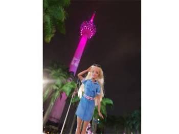 Barbie menyinari mercu ikonik Menara KL dalam rona merah jambu sebagai tanda permulaan meraikan Ulang Tahun ke-60.