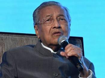 Perdana Menteri Tun Dr Mahathir Mohamad ketika sesi soal jawab selepas menyampaikan ucaptama pada Invest Malaysia 2019 hari ini. - Foto Bernama