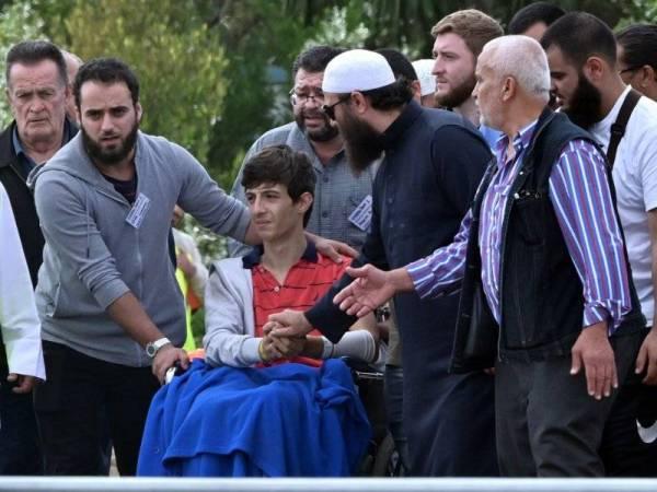Anak lelaki kedua Khaled, Zaid yang tercedera susulan serangan masjid Christchurch Jumaat lalu turut hadir ke pengebumian bapa dan abangnya. - Foto AFP