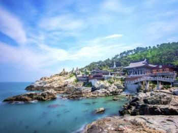 Saksikan pemeliharaan tradisi budaya dan agama di Kuil Haedong Yonggungsa, Busan.
