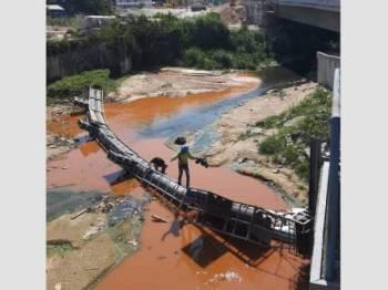 Gambar tular yang menunjukkan keadan sungai yang keruh.