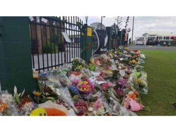 Kalungan bunga yang diletakkan di Masjid Tauranga sebagai tanda ingatan buat mangsa serangan masjid Christchurch. - Foto Caroline Fleming