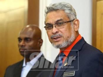 Khalid ketika ditemui di lobi Parlimen, hari ini. - Foto Sinar Harian/ZAHID IZZANI