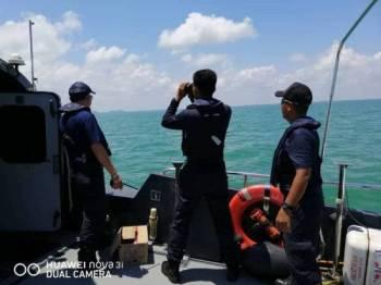 Anggota Maritim Malaysia ketika menggerakkan operasi SAR mencari mangsa yang hilang.