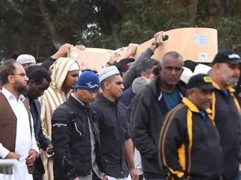 Jenazah Sayyad Ahmed Milne, 14, salah seorang mangsa pembunuhan pengganas dikebumikan hari ini.