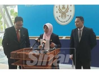 Haniza menjawab soalan pemberita ketika sidang media hari ini.