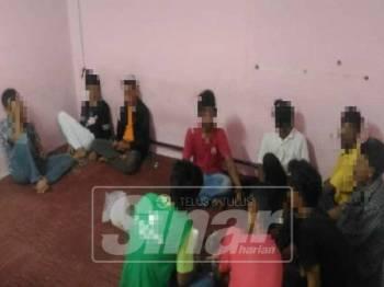 Semua penagih yang ditahan dibawa ke pejabat AADK untuk soal siasat