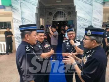 Mohamad Fuzi (dua, kanan) ditemui di Masjid Salehin PULAPOL, Kuala Lumpur.