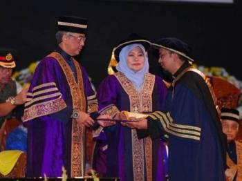 Yang di-Pertuan Agong Al-Sultan Abdullah Ri'ayatuddin Al-Mustafa Billah Shah menitahkan Universiti Teknologi Mara  (UiTM) supaya  mendaulatkan institusi raja-raja Melayu agar ia sebati dalam jiwa anak-anak muda. Foto Bernama