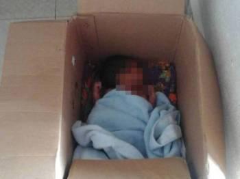 Bayi lelaki ini diletakkan dalam kotak ditinggalkan di depan surau.
