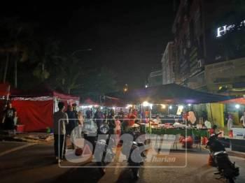 Uptown Kajang digempur imigresen.
