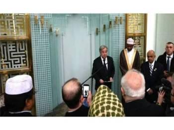 Guterres (tengah) ketika berucap di Pusat Kebudayaan Islam di Manhattan, semalam.