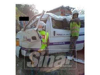 Van dinaiki hilang kawalan dan terbabas di Jalan Gerik-Kupang