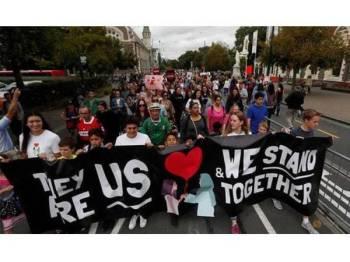 Ribuan penduduk New Zealand menyertai 'perarakan untuk cinta'.