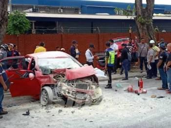 Kemalangan melibatkan dua kereta di Persiaran Selangor arah Bulatan Kemajuan ke Bulatan Selangor, Seksyen 15, di sini, semalam.