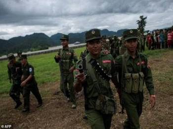 Negeri Wa menikmati kuasa autonomi dalam Myanmar selain mempunyai sekitar 30,000 tentera sendiri.