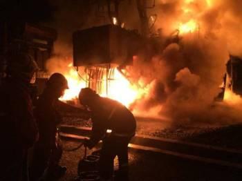 Keadaan di lokasi kejadian malam tadi. - Foto ihsan Jabatan Bomba dan Penyelamat