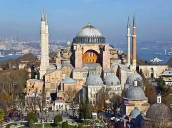 Hagia Sophia turut diisytiharkan sebagai Tapak Warisan Dunia UNESCO.