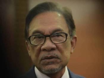 Anwar ketika ditemui pemberita di lobi Parlimen, hari ini. - Foto Sinar Harian/SHARIFUDIN ABDUL RAHIM