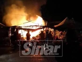 Kebakaran yang memusnahkan 4 gerai berhampiran Pasar Payang