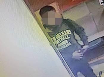 Kegiatan suspek memecah masuk klinik berjaya dirakam CCTV.