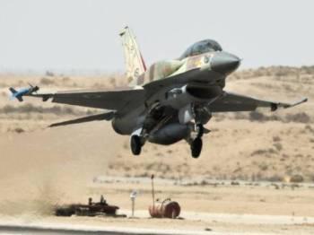 Sebuah jet Israel berlepas dari Tel Aviv.