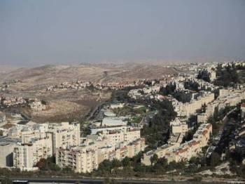 Pemandangan udara penempatan haram Psigat Ze'ev di timur Baitulmaqdis yang didiami lebih 50,000 pendatang Yahudi.