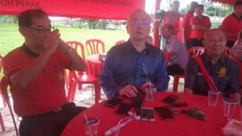 Ka Siong (tengah) ketika sidang media selepas menyempurnakan majlis tersebut.