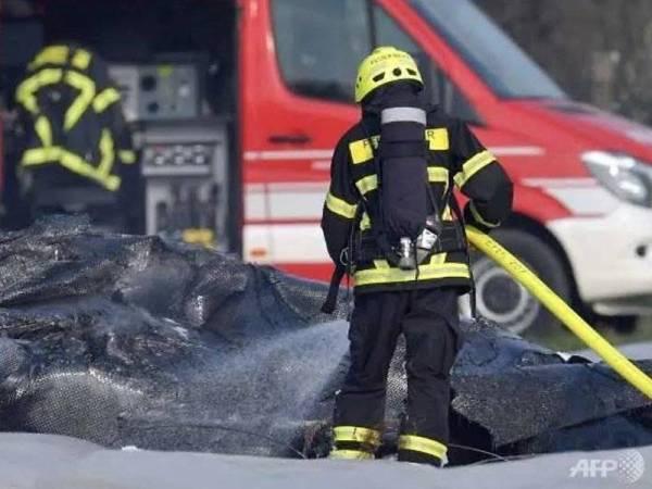 Pesawat membawa pemilik bersama syarikat penerbangan S7, Natalia Fileva terbakar sejurus terhempas. - Foto ATP