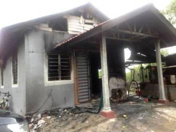 Keadaan rumah mangsa yang terbakar hampir 70 peratus. - Foto JBPM Kedah