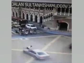 Gambar dari CCTV, keadaan ketika Aniq dilanggar
