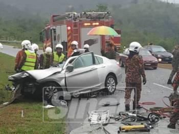 Keadaan kereta yang terbabit dalam nahas mengorbankan dua mangsa, hari ini.