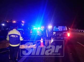 Pihak polis membuat siasatan awal di lokasi kejadian.