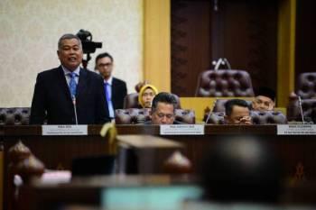 Ahmad ketika berucap pada sesi soal jawab dalam persidangan DUN di Wisma Darul Iman, hari ini.